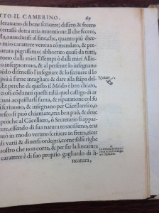 An inverted manicule in the letterpress section of Il Secretario by Scalzini at the University of Iowa Special Collections